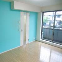 爽やかなブルーの壁のお部屋