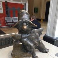 くまのパディントン(paddington bear)の銅像はどこですか? @Paddington St.(ロンドン・パディントン駅)で良く聞かれます。