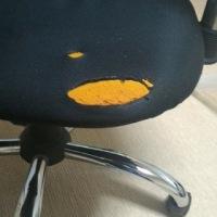 椅子の修復。