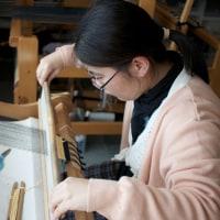 お母案は手織り体験で私は綿繰りです