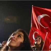 """トルコ  大統領制への国民投票で不信感を増幅させる欧州とトルコ 国内には強い""""スルタン""""を待望する声も"""