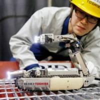 東芝製サソリ型ロボットと北朝鮮暗殺ロボット