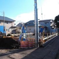 ご近所の住宅跡地に2軒の新築工事が始まった様です