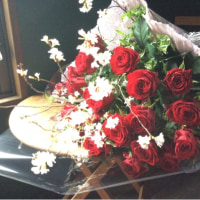 桜と赤いバラ