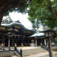 1173 「夏の日、朱と緑の穴八幡神社」