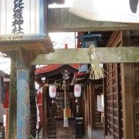 楽描き水彩画「小さな『こんぴらさん』の赤灯篭=名古屋・円頓寺の金刀比羅神社」