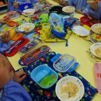 今日は年少さんの料理教室で、黄粉団子を作りました。よく食べていましたね!
