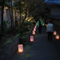 学童手作りの灯篭の小道