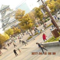 大阪城前広場に 320人の NHKラジオ番組 朝の体操 フアンが集う