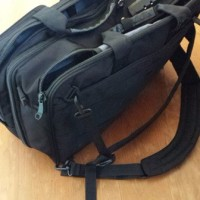旅バッグ、軽さと堅牢さのバランスに悩む問題