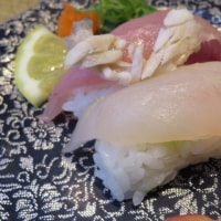 回転寿司屋さんで日曜の昼ご飯