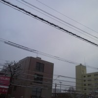 ただいまの札幌市内 べた雪でビッチャビチャです(; >_<)