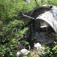 2016年小笠原村硫黄島慰霊墓参(8)今回初めて行った場所(6)墜落航空機残骸
