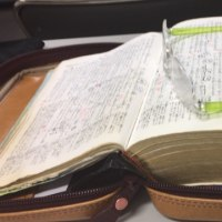 聖書とメガネ