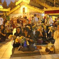 ミヤンマー最大の聖地 シュエダゴン・パヤーの夕暮れ時 3