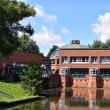 ヴィルヘルムスブルク市庁舎から運河へ