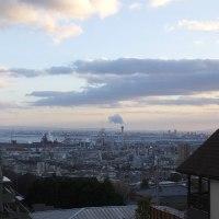 遠くに淡路島が見える高台から  東神戸の海