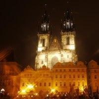 プラハ旧市街広場の夜景