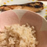 焼き鮭と野菜炒め定食 焼き鮭 野菜炒め 小女子くるみ 味噌汁 発芽玄米 もち麦 キヌアごはん