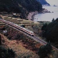 冬海辺の棚田の中を キハ80系南紀号 1991-12-28