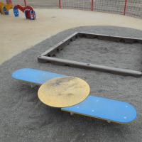 「すくすくひろば」内の砂場と小遊具-1の2