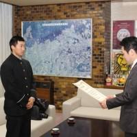第88回選抜高等学校野球大会に出場された馬場純平さんに箕面市長表彰!