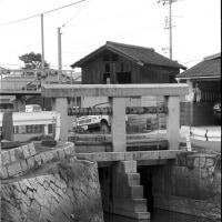 レンガ積み倉庫と水門