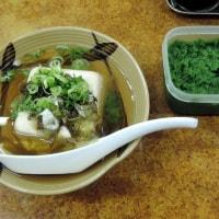 湯豆腐は熱燗のお供ナンバーワン tofu in soup stock with special spice is best partner of hot sake