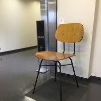 主張する椅子