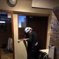 事務所の玄関扉の塗装