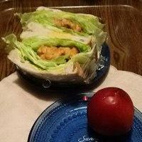 お弁当と違う顔:わんぱくサンドとフルーツ
