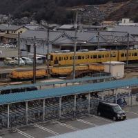 おおっ!黄色い電車がミニチュアみたいに見える!