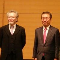 自由党の小沢一郎代表は、東大の井上達夫教授(法哲学)と「緊急対談」、安倍晋三首相の陸自「駆け付け警護」を批判
