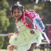 3本脚で生まれた女児、手術で「歩けて走れる」ようになった。