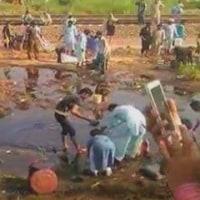 貧乏が生んだ悲劇。パキスタンで、タンクローリーが横転し炎上、123人死亡?