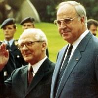 東ドイツのホーネッカー国家評議会議長が、分断後初めて西ドイツを訪問。