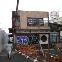 下北沢駅開発にがんばる店