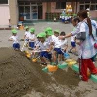 ぐんケンくんが幼稚園の砂入れに参加しました!(太田支部)