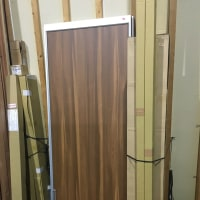 シンプルな木目調面材へチェンジ