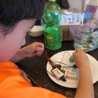 春休みのサイエンスアートプロジェクトに「電気を通す粘土」作りはどうでしょう、材料とつくり方