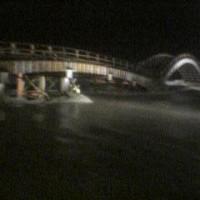 台風14号錦帯橋壊す