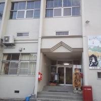 元学校の校舎で寝るケロ(^-^*)