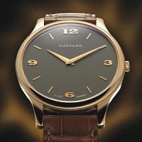極薄腕時計: 細い掛時計は、あなたの手首を見ます