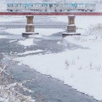 雪景色を快走する「ふらいんぐうぃっちラッピング電車」