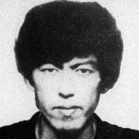 大坂容疑者の逃走支援の50代活動家逮捕。