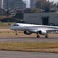 MRJ飛行試験機3号機が初飛行