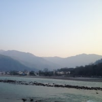 『みなぎるインド、リシケシ2017』その2 〜ガンジス河は、透き徹っていた〜