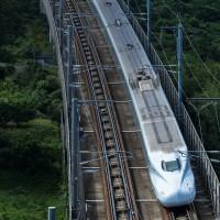 「昨日ぶり」のような景観見ながら新幹線を撮る