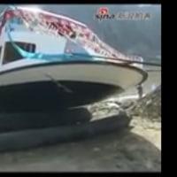 中国の遊覧船の華々しい進水式。