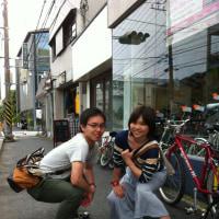 よく食べ、よく運動する!健康的なカップルが「江ノ島レンタサイクル」に登場!